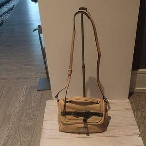 🌸🌺Nice croosbody bag by Guess 🌸🌸🌺